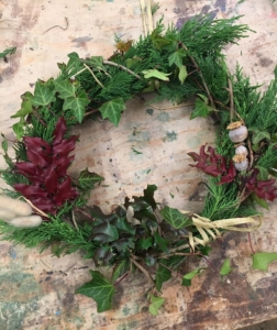 Make a Christmas wreath for birds @ Cottismore Park | Kingsclere | England | United Kingdom